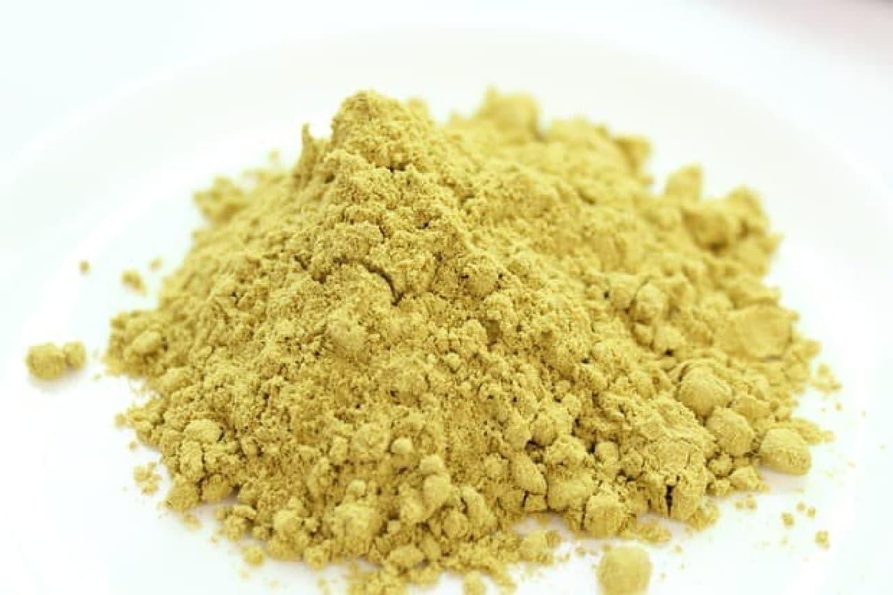 ユーグレナの粉末。抹茶粉末みたいなイメージ
