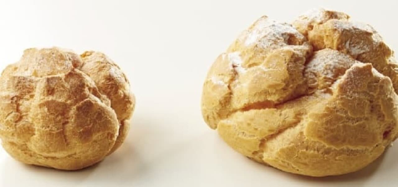 大小のシュークリームを比較