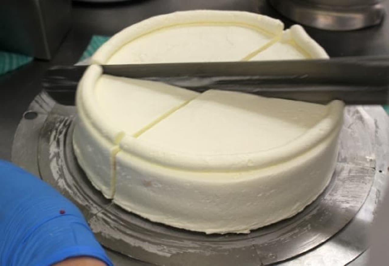 アンリ・シャルパンティエの「ザ・ショートケーキ」をつくっているところ