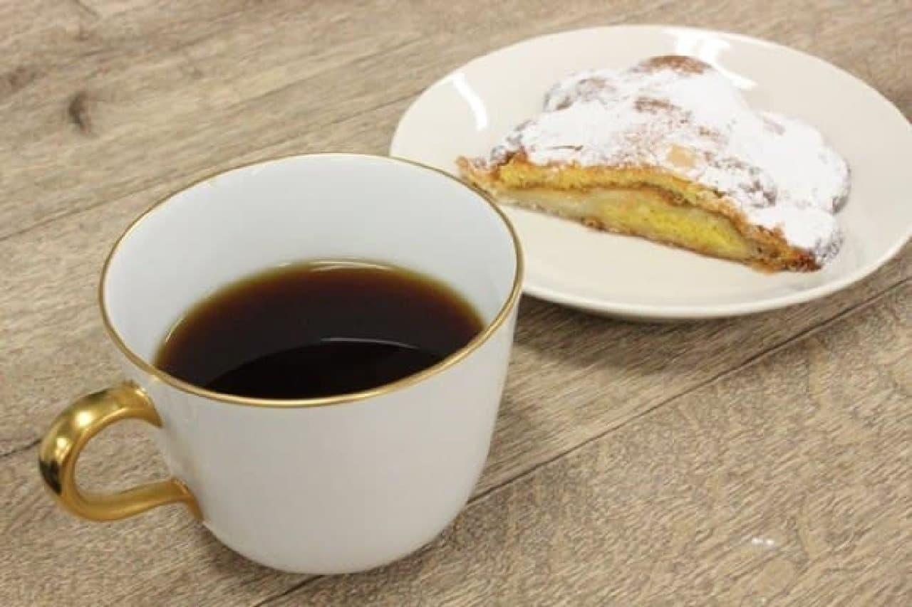 メゾンカイザーのクロワッサン ダマンドとコーヒー