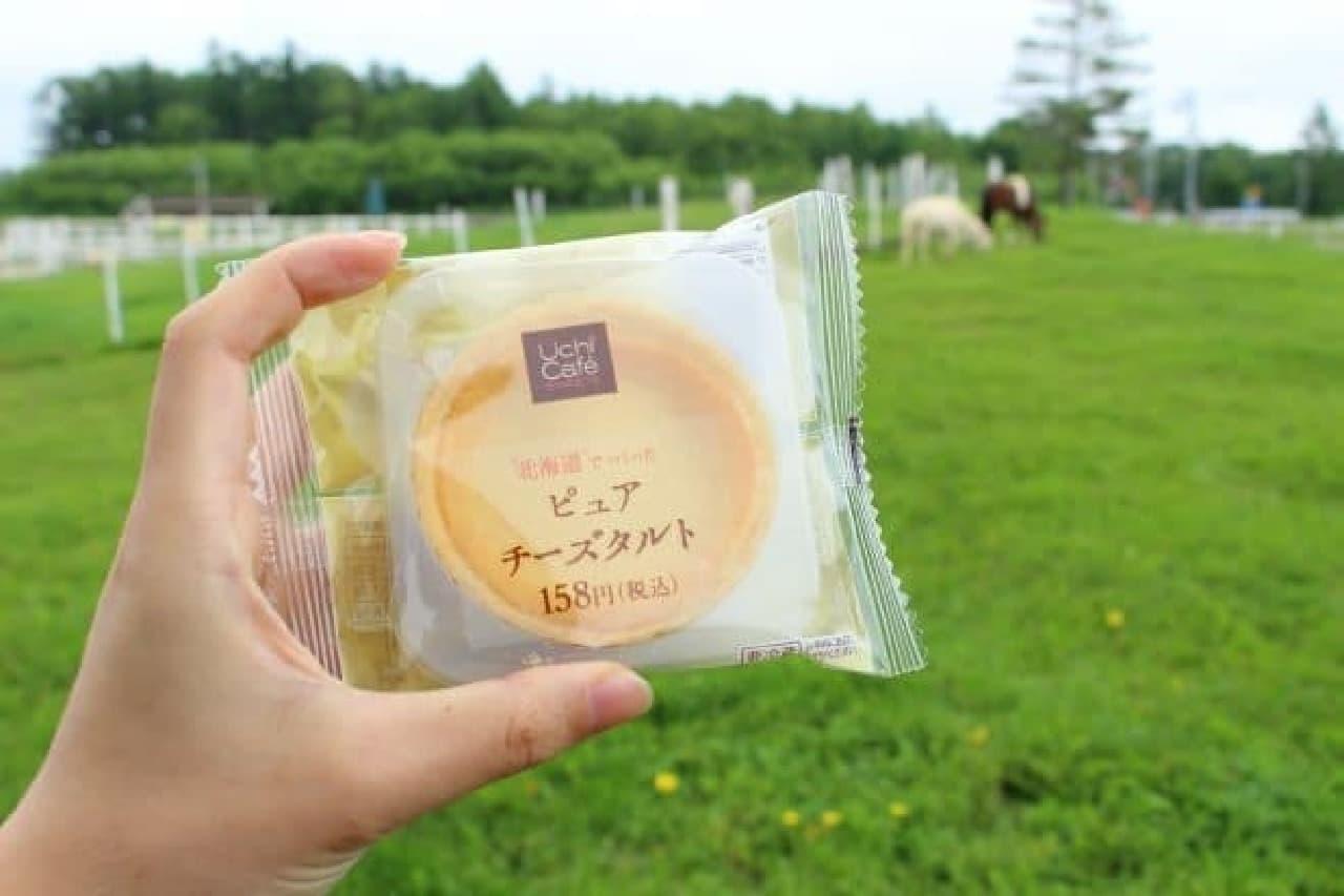 ローソン「ピュアチーズタルト」を製造している花畑牧場の工場で撮影したパッケージ写真