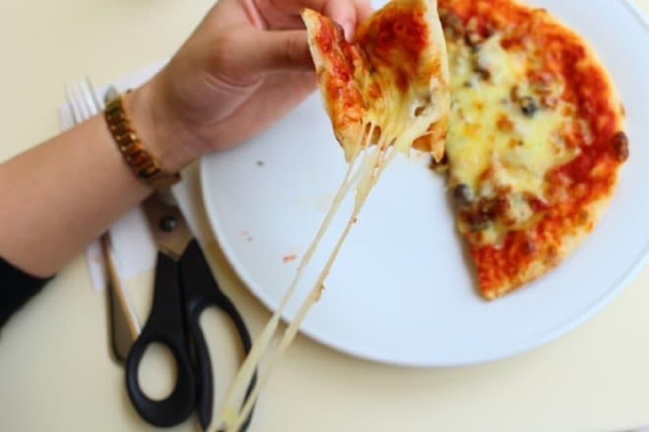 六花亭喫茶室帯広本店「あさりとしめじのピザ」