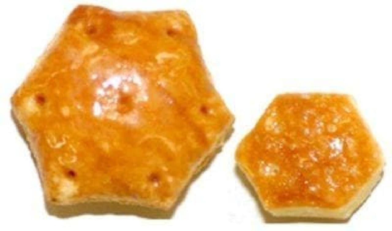 ロッテ「不思議の国のおおきなパイの実<発酵バター薫るカスタードパイ>」と通常の「パイの実」