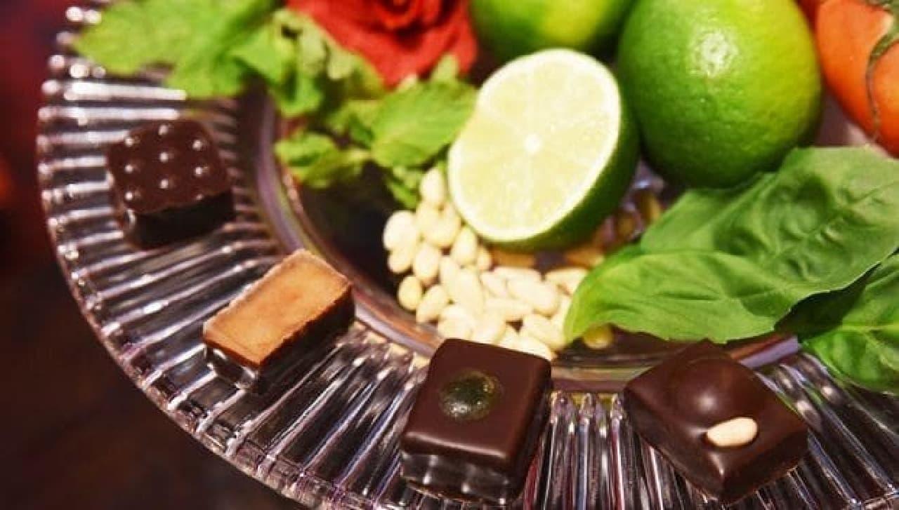 ショコラ エテの4種とフルーツと花