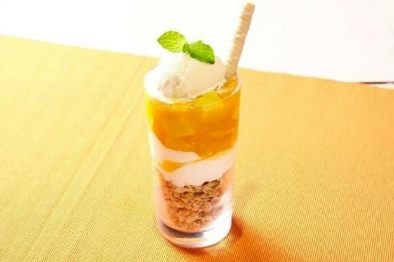 OCHAWAN(おちゃわん)「パティシエ手作りマンゴープリンと杏仁のパフェ」