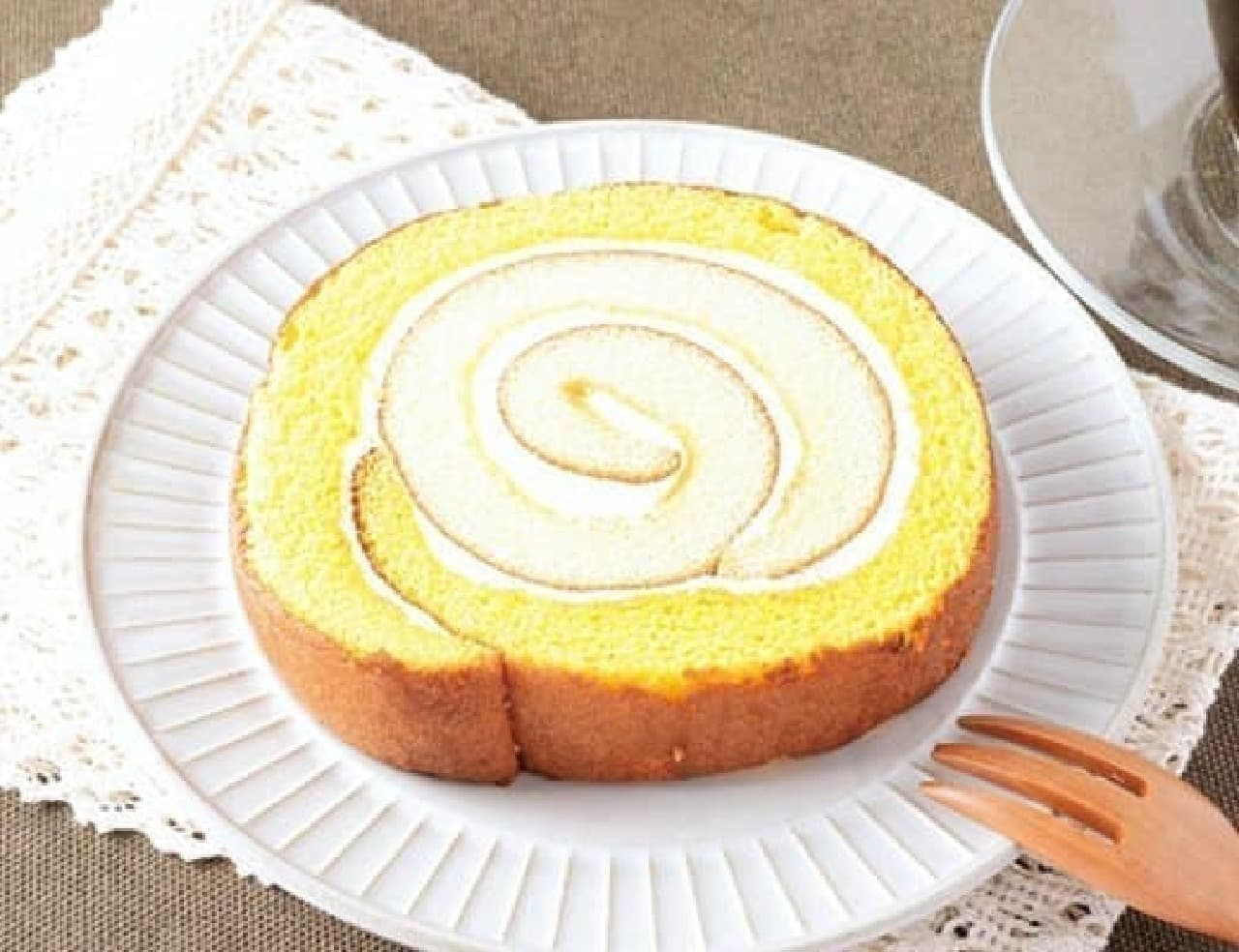 ローソン「カステラケーキで巻いたロール」
