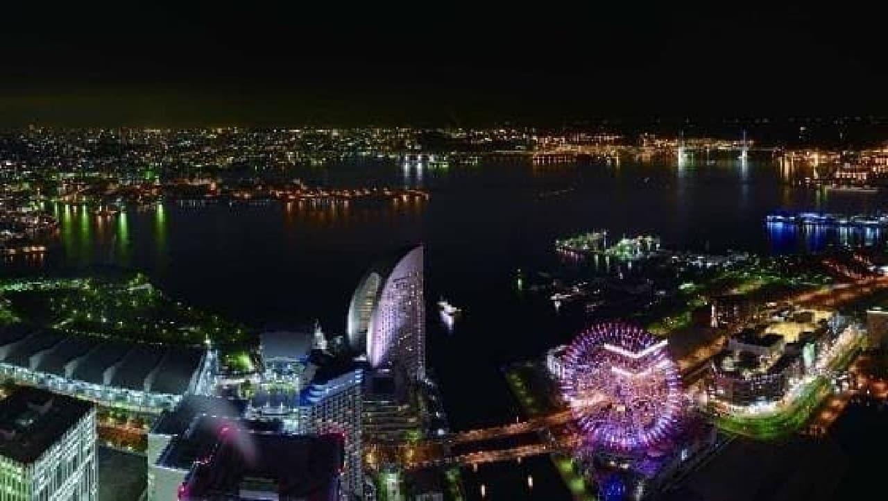 横浜ランドマークタワーの展望フロアから見下ろす夜景
