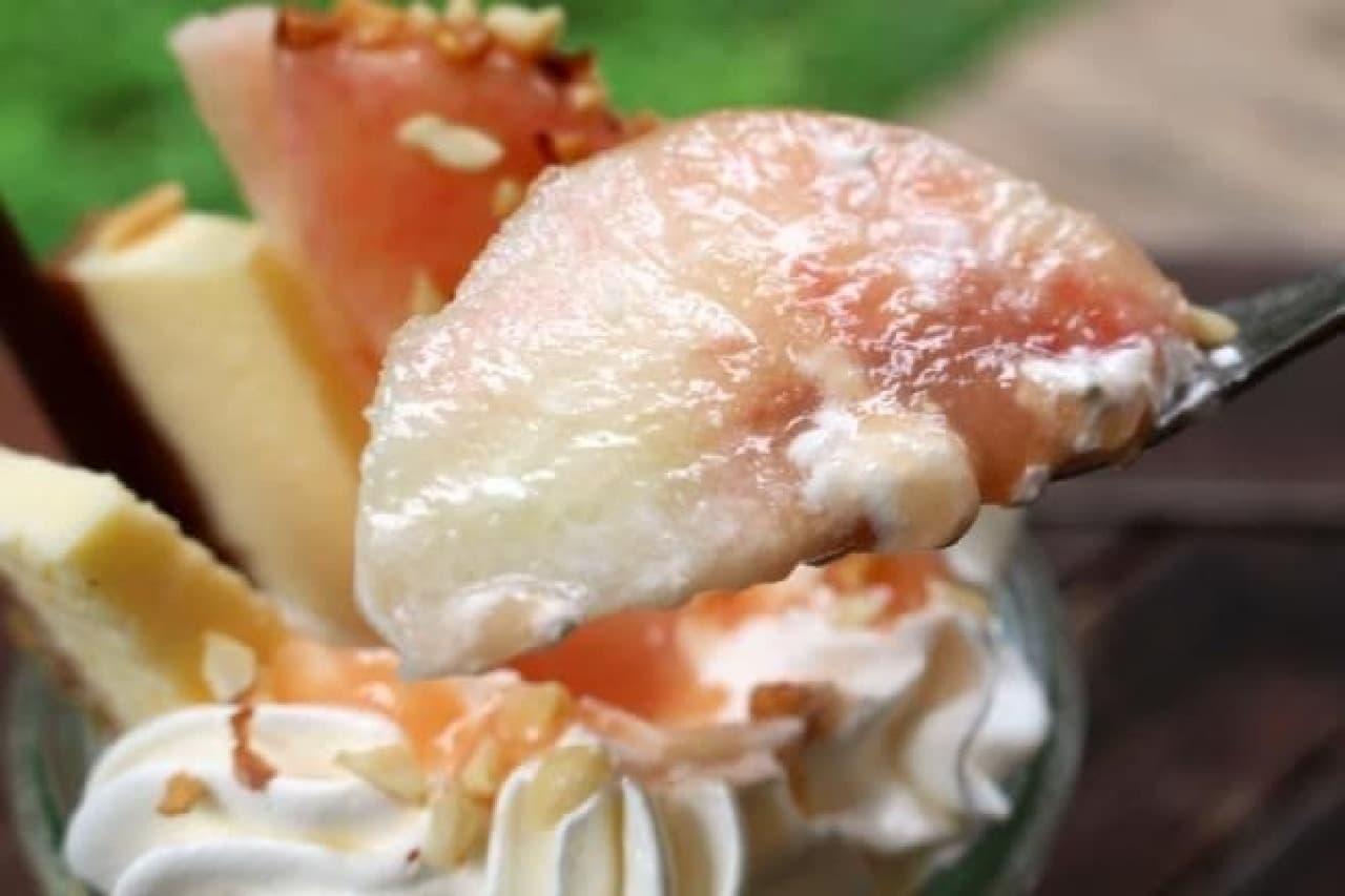 八ヶ岳ファーマーズケーキ「白桃パフェ」