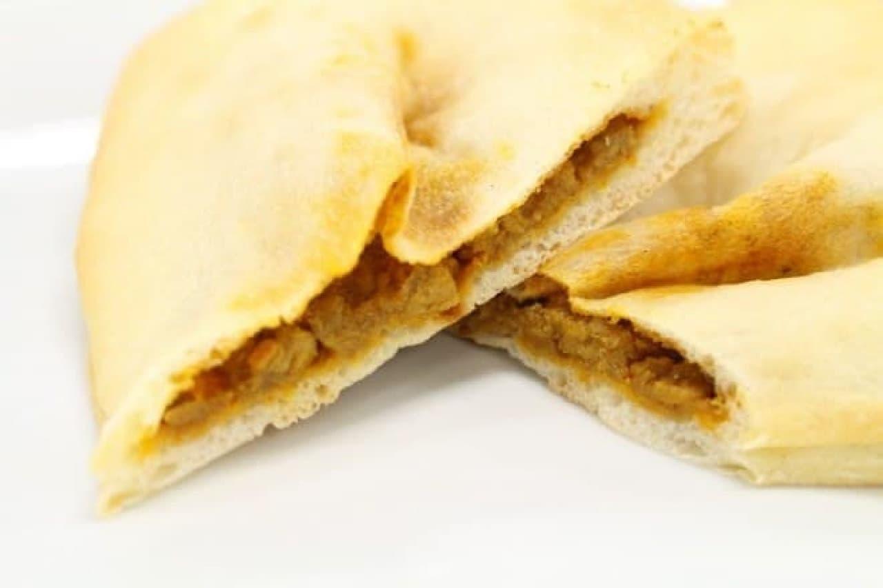 ファミマ「バターチキンカレーのナン」