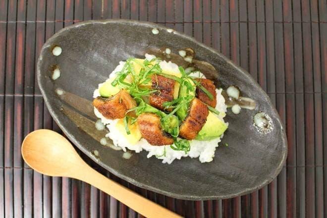 イトーヨーカドー「新仔うなぎの長蒲焼き」を使った「うなぎとアボカドのちらし寿司」