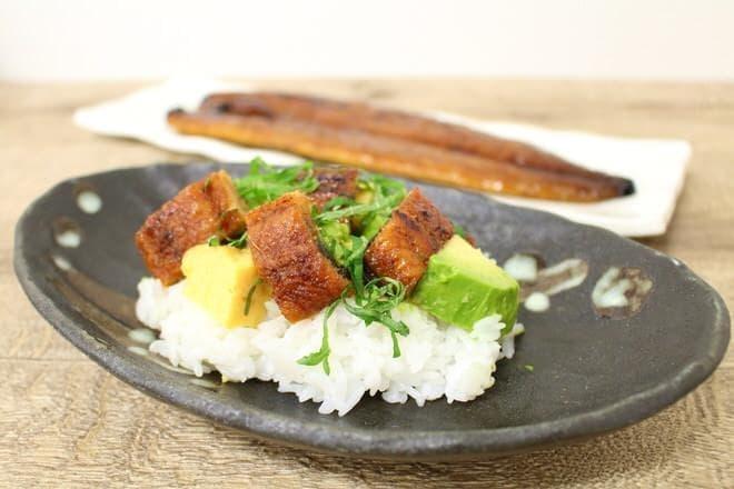 イトーヨーカドー「新仔うなぎ長蒲焼」を使った「うなぎとアボカドのちらし寿司」