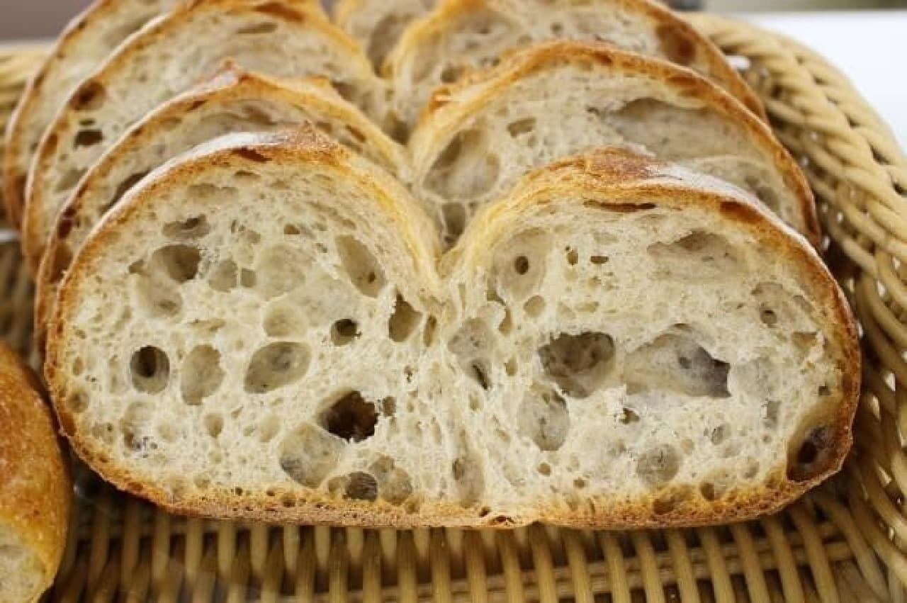 ドンク111周年記念「パン・ペイザン」の断面