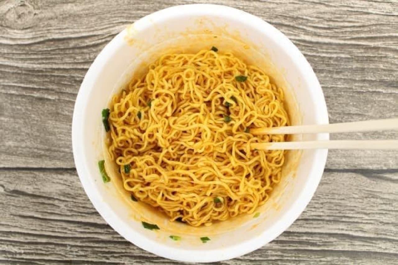 ファミリーマート「ばくだん屋の汁なし担々麺」