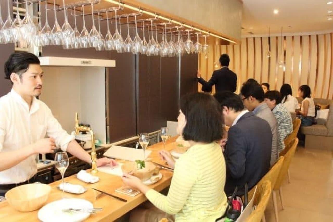 bubbles ginza -champagne cafe-(バブルズギンザ シャンパンカフェ)内観