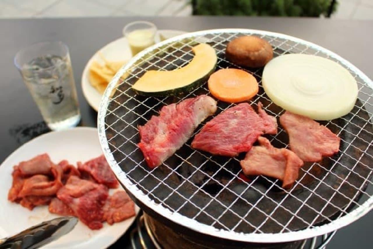 虎ノ門ヒルズカフェ「TORANOMON HILLS BBQ 知多 風香る ハイボールガーデン」