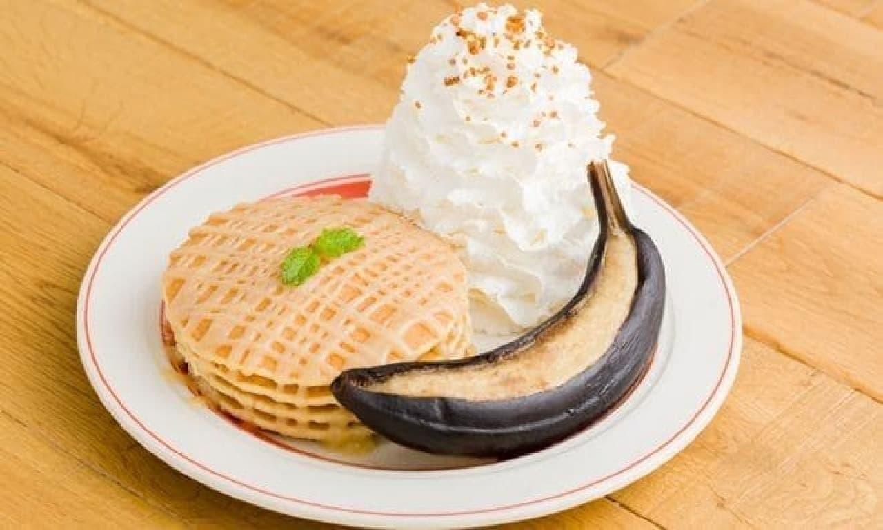 エッグスンシングス「キャラメルハニーパンケーキ with ベイクドバナナ」