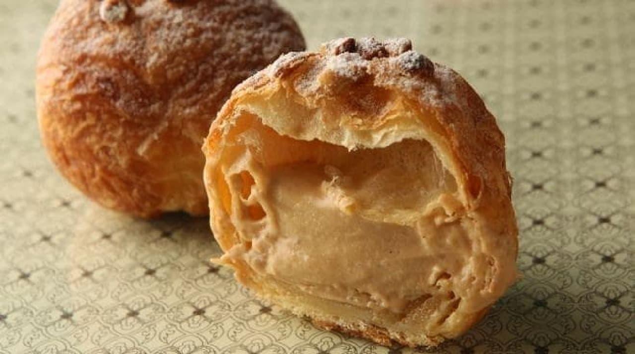 ジョエル・ロブション「洋梨とプラリネ シュークリームパン」
