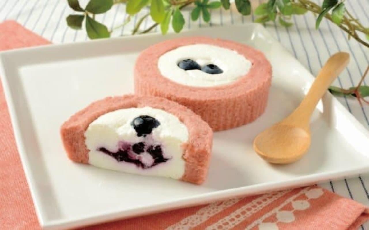 ローソン「プレミアム ブルーベリーとチーズのロールケーキ」