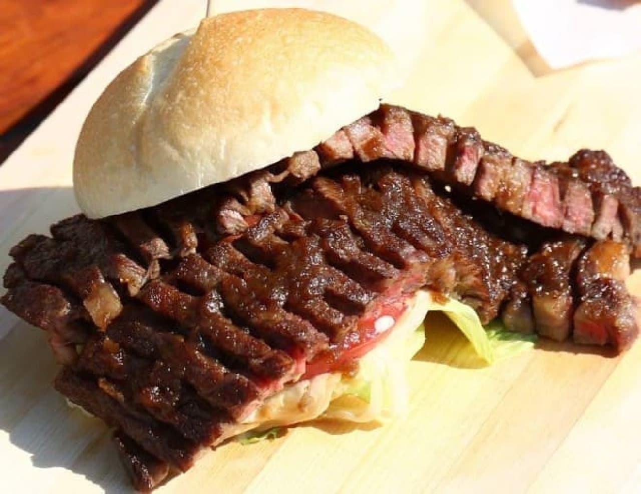 お肉のスーパーやまむらや 山科店「近江牛ステーキバーガー」