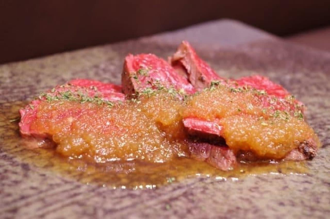 肉パ2016水都大阪で提供、けんしろうの「必殺!けんしろう低温調理ステーキ」