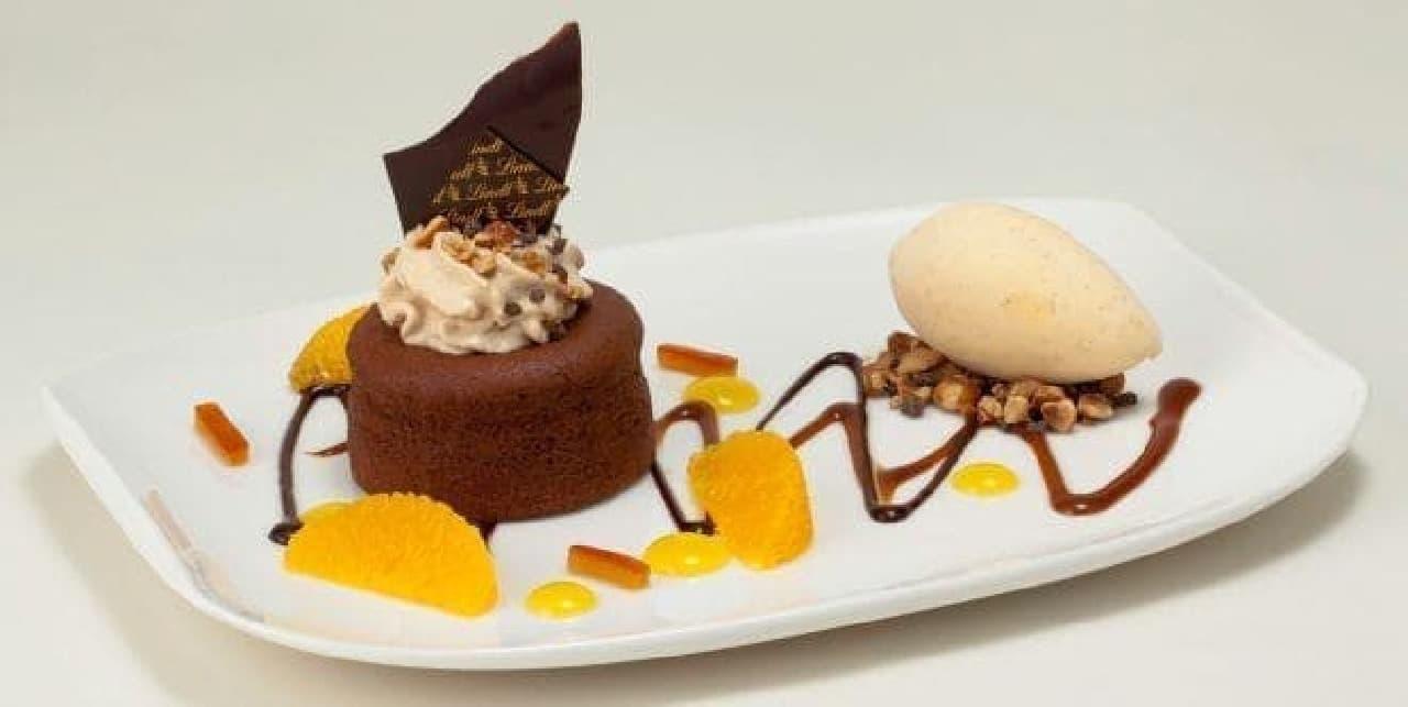 リンツ ショコラ カフェ「リンツ フォンダン オ ショコラ ノワゼット」皿盛りデザート