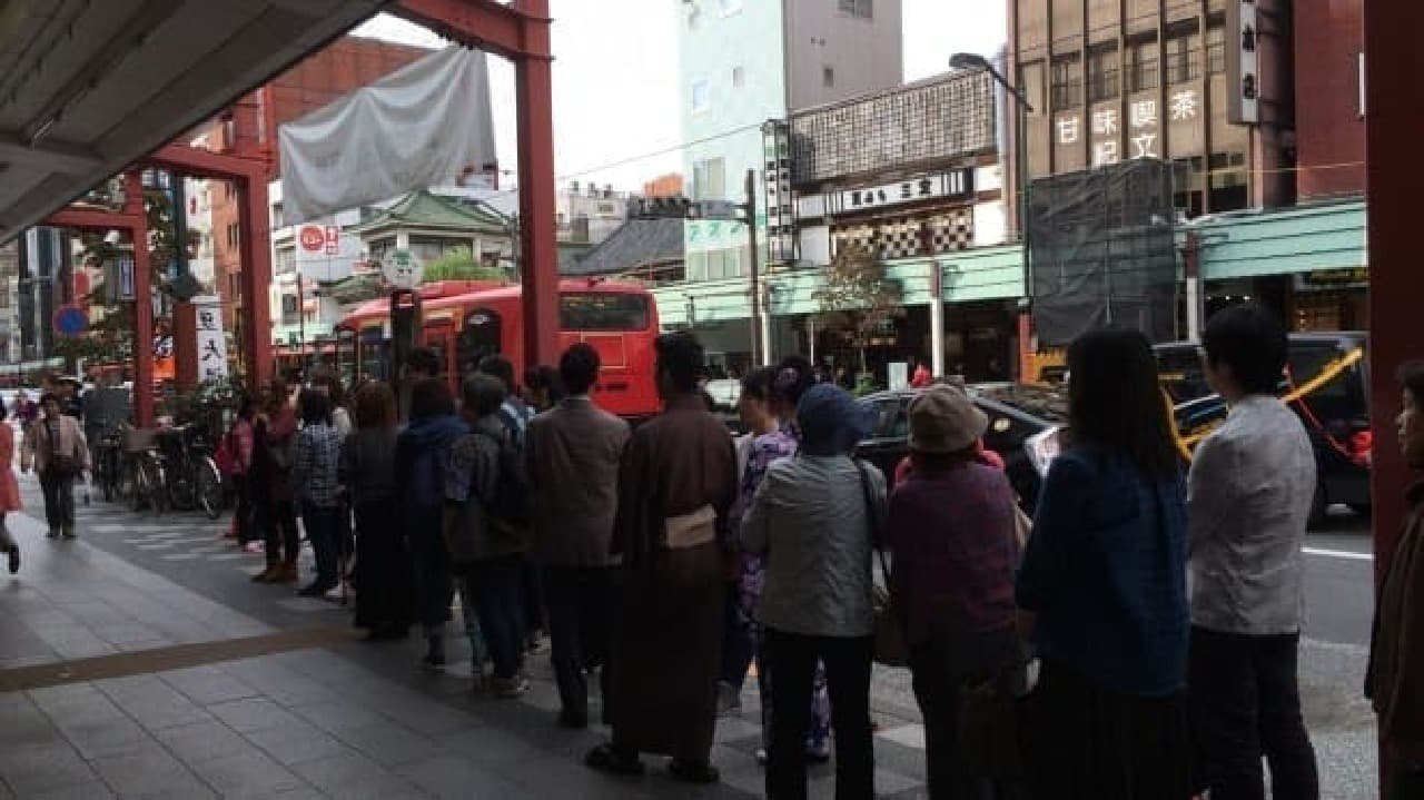 浅草 亀十の行列(平日)