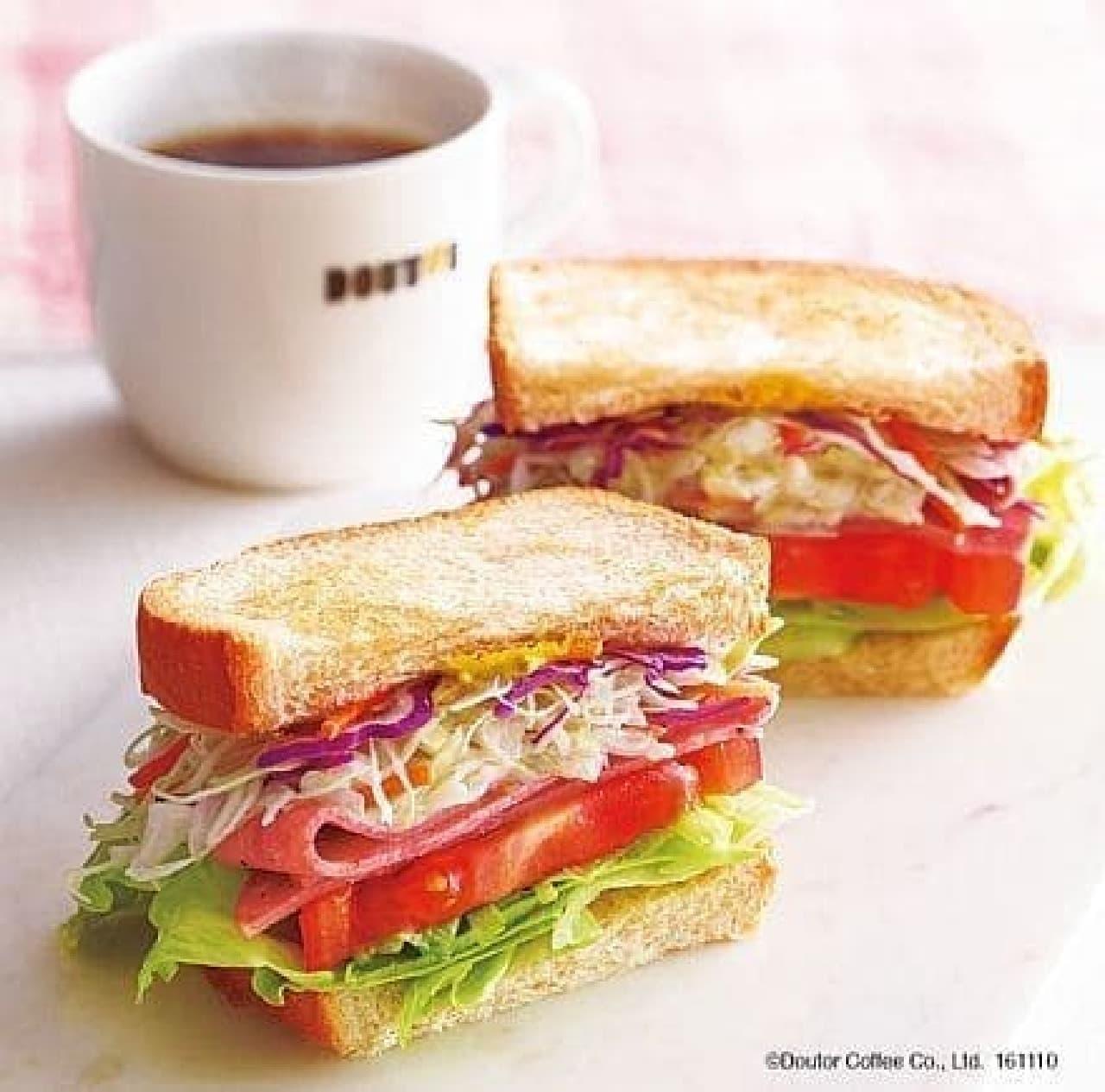 ドトールコーヒー「朝カフェ・セットD ベジタブルサンド ~5種の野菜とボローニャソーセージ~」