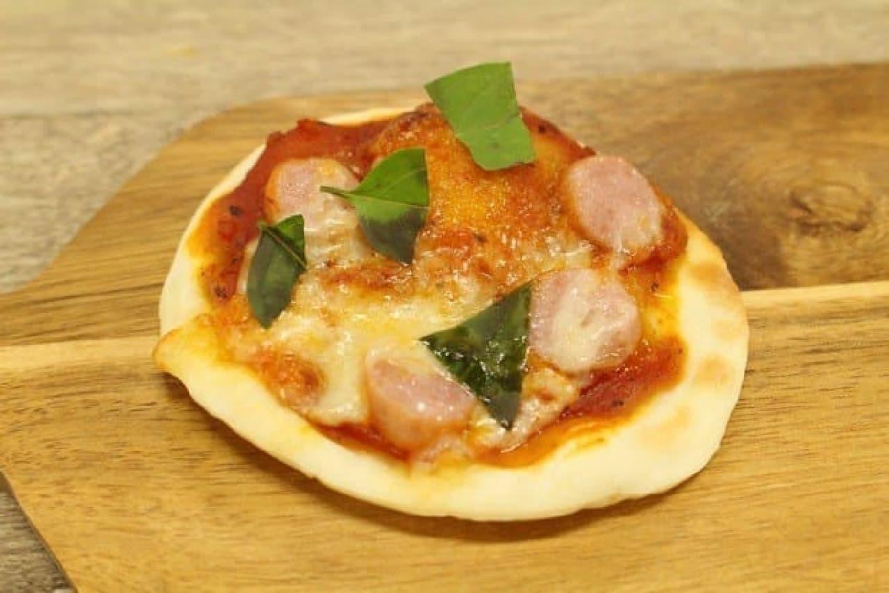 手のひらピザの生地のピザ