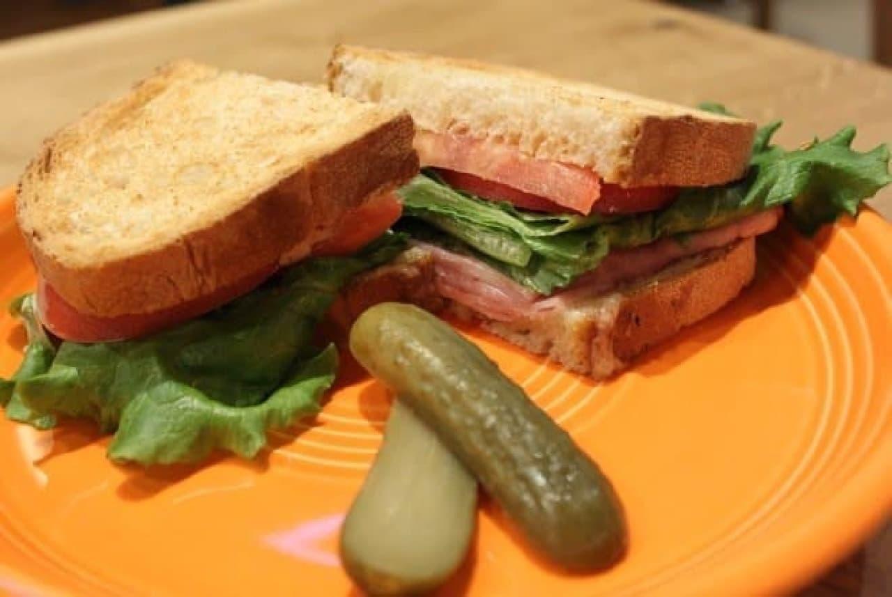 スターバックス ネイバーフッドアンドコーヒー「クラシック ハム&チーズサンドイッチ」