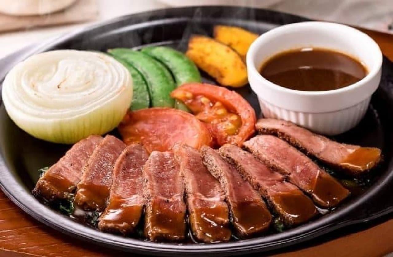 ガスト「やわらか牛赤身ステーキ~淡路島玉ねぎのグリル添え~」