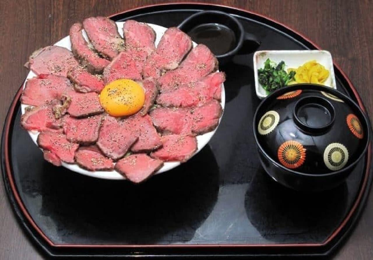 「北熊本サービスエリア」下り線の2階レストラン 「熊本県産牛ローストビーフ丼」