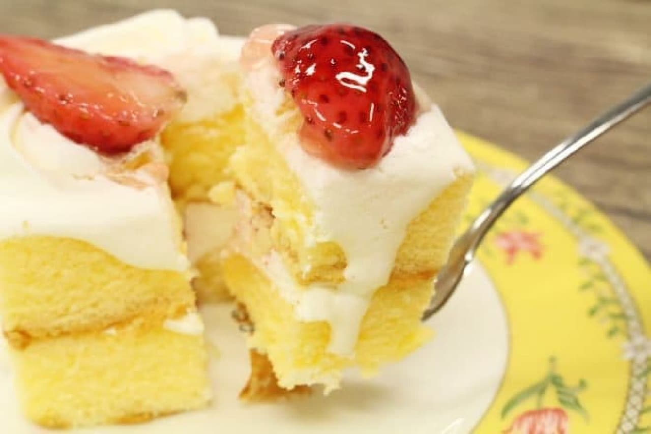 コンビニ3社のイチゴケーキ