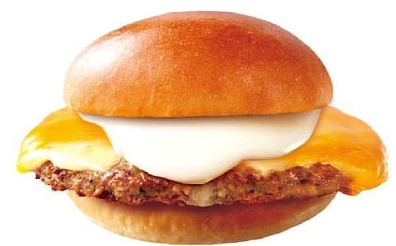 ロッテリア「チーズフォンデュ仕立ての肉がっつり絶品チーズバーガー」
