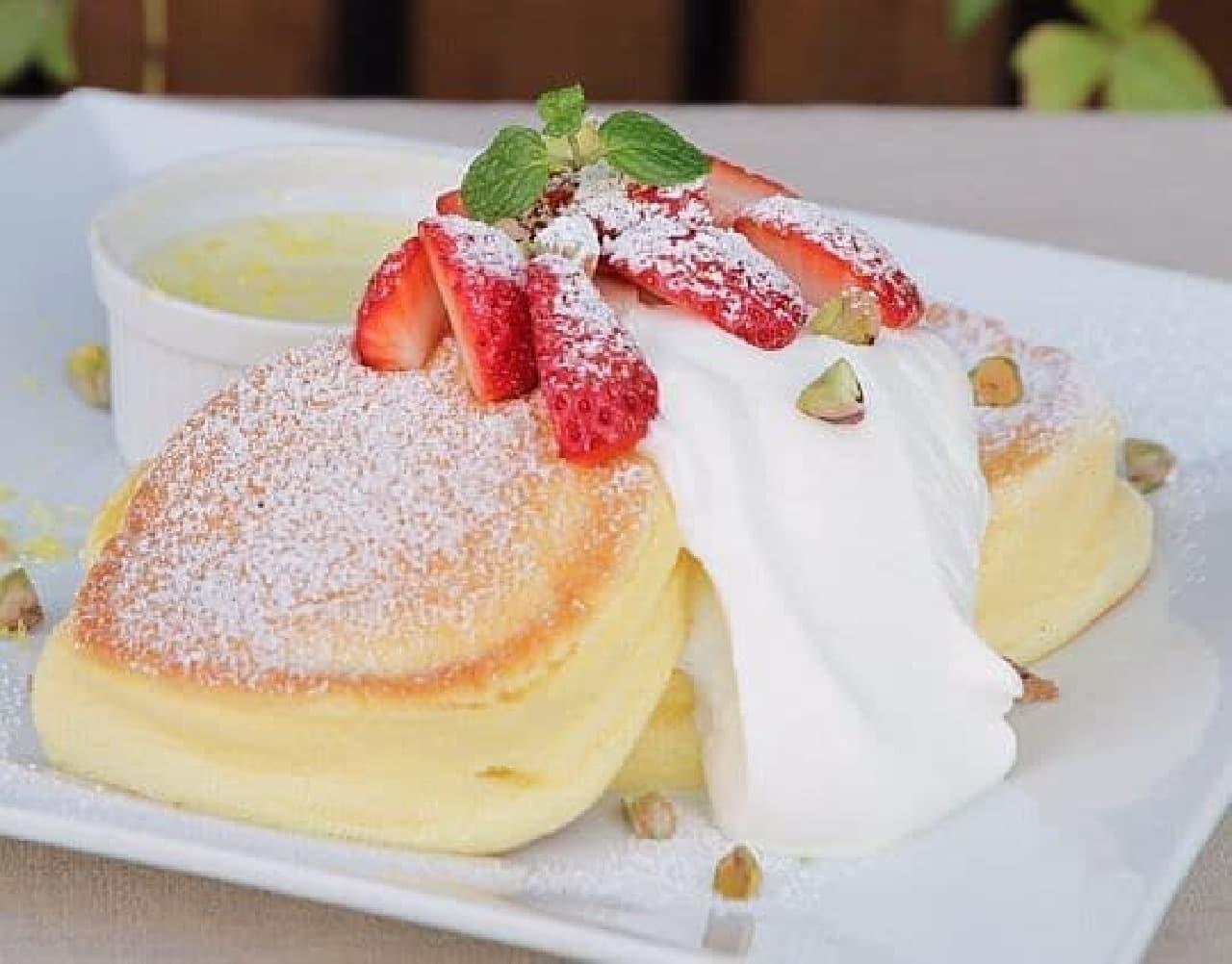 幸せのパンケーキ「国産いちごのストロベリーチーズフォンデュパンケーキ」