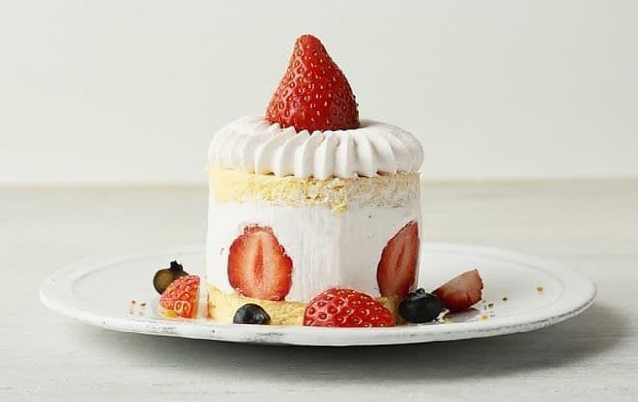 カフェ&ブックス ビブリオテーク「ストロベリーピンクスノーショートケーキ」