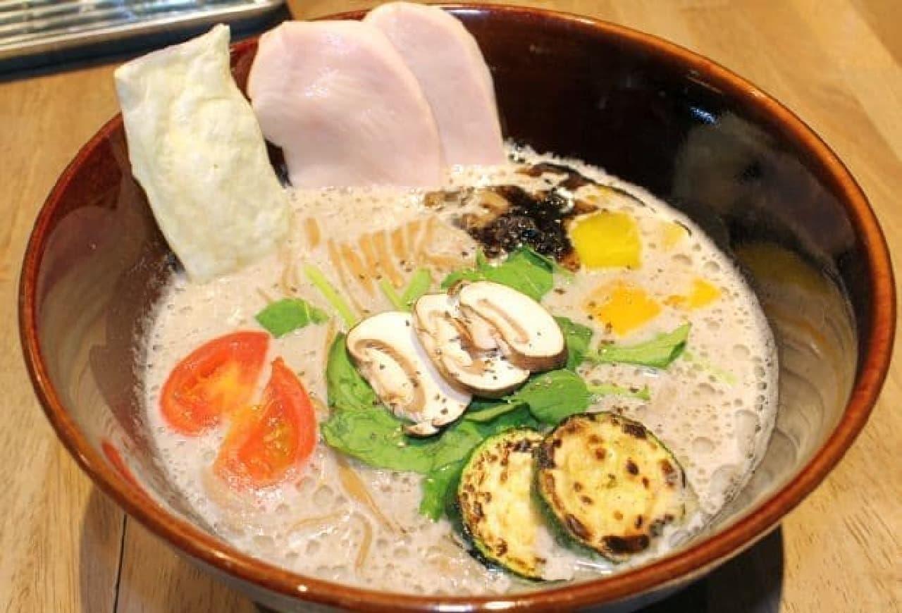 ソラノイロ「キノコのベジ白湯ソバ」