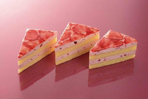 苺とヨーグルトムースのケーキ