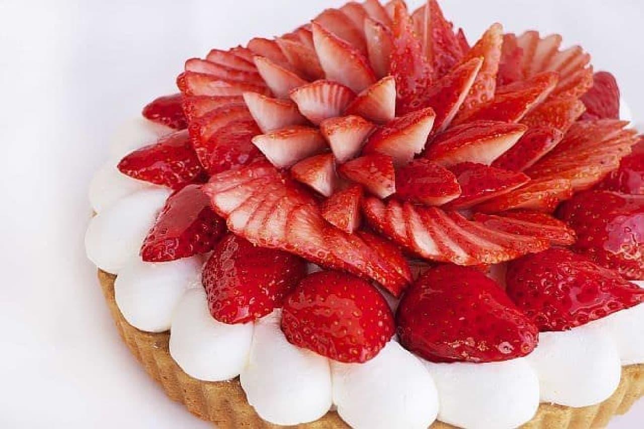 カフェコムサ「茨城県 深作農園産いちごのケーキ」