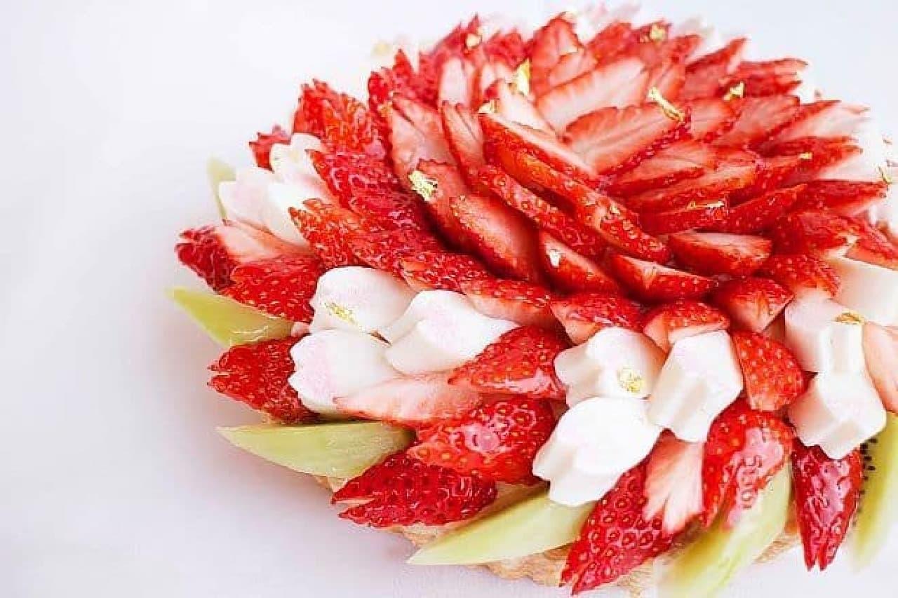 カフェコムサ「SAKURAいちごと桜ホワイトチョコレートムースのケーキ」