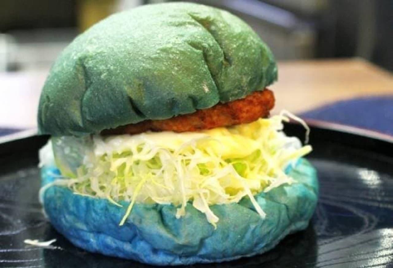 青いハンバーガー 倉敷デニムバーガー