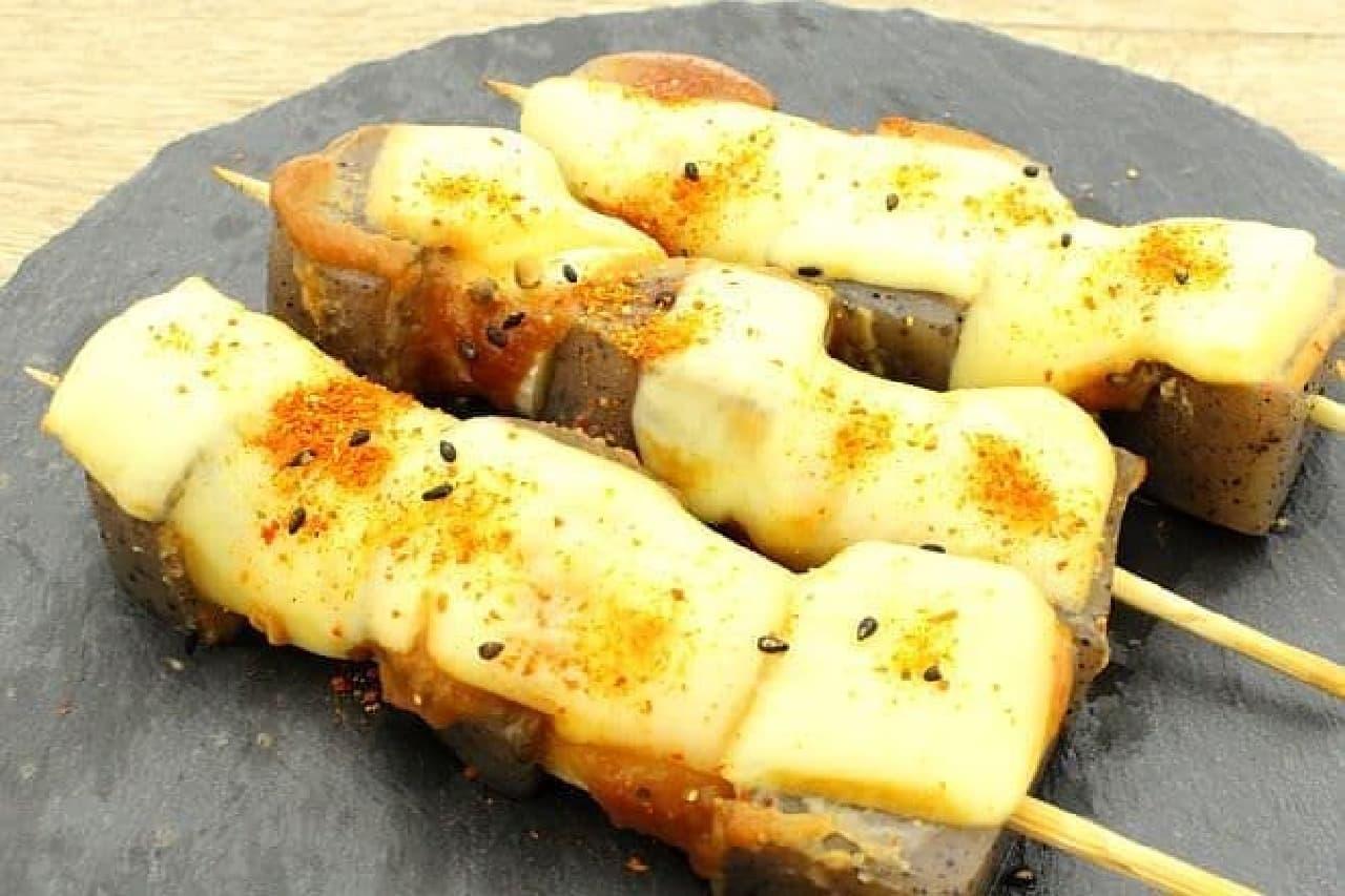 こんにゃくとネギの味噌チーズ焼き