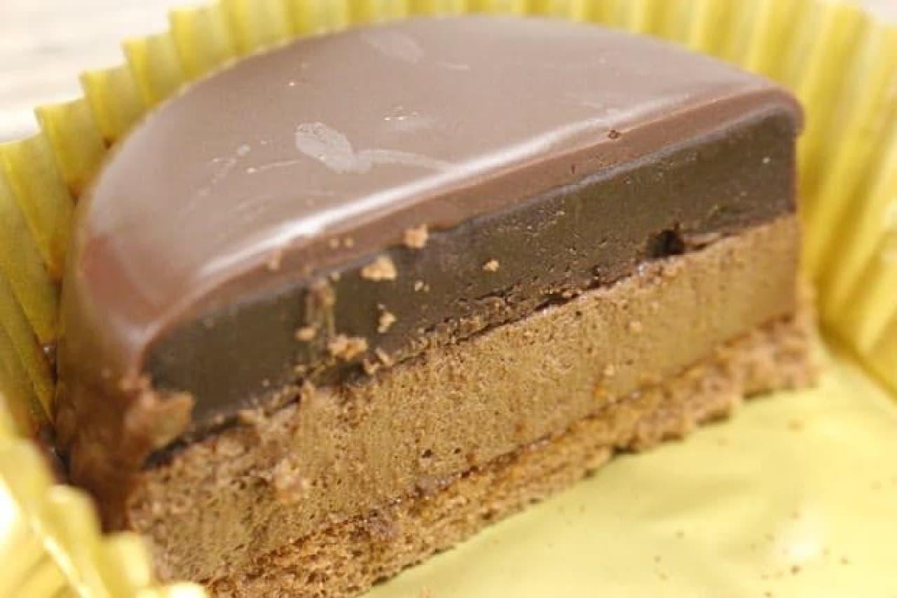 ファミマ ザッハトルテ デビルズチョコケーキ