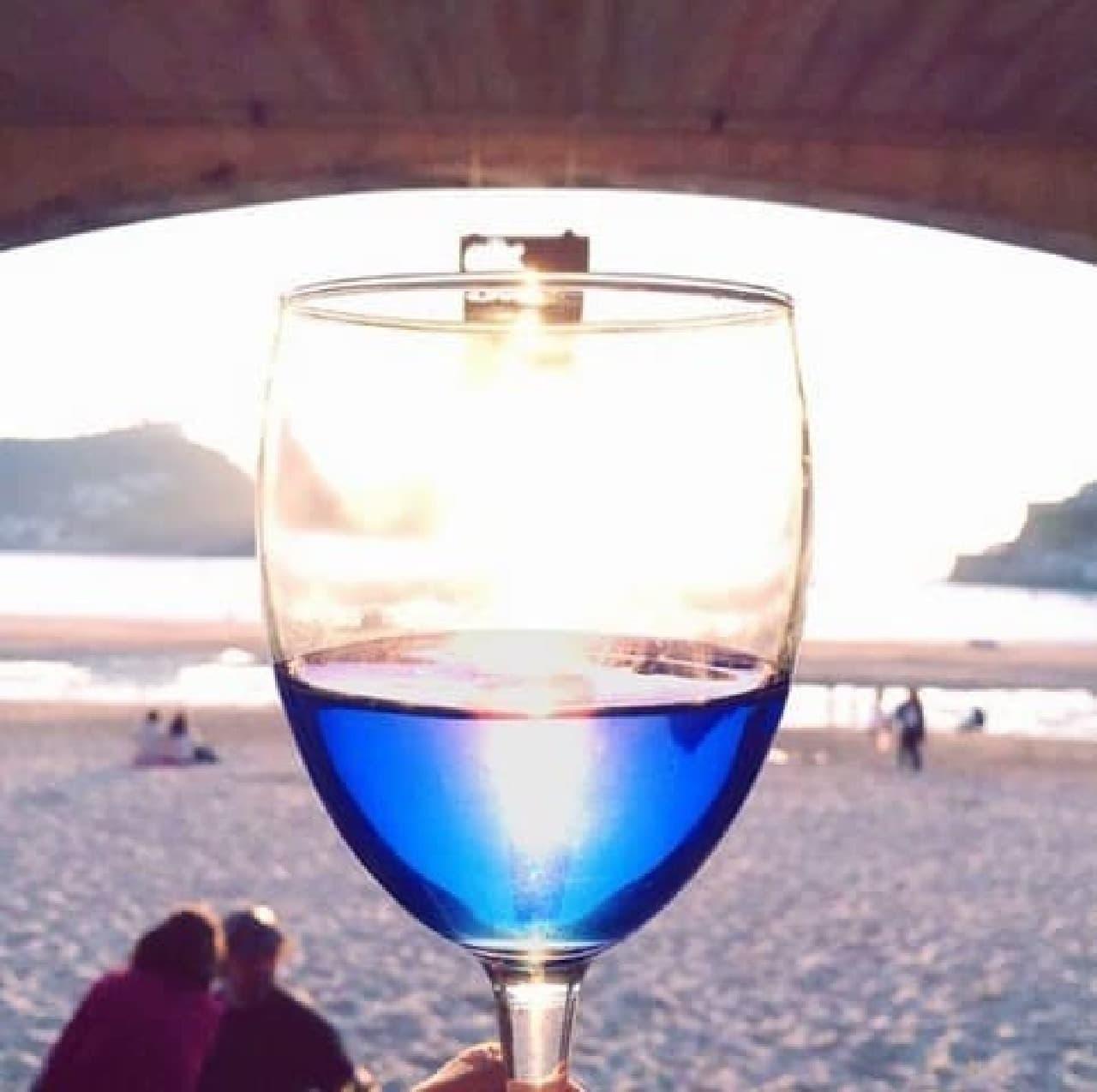 スペイン発の青いワインGik