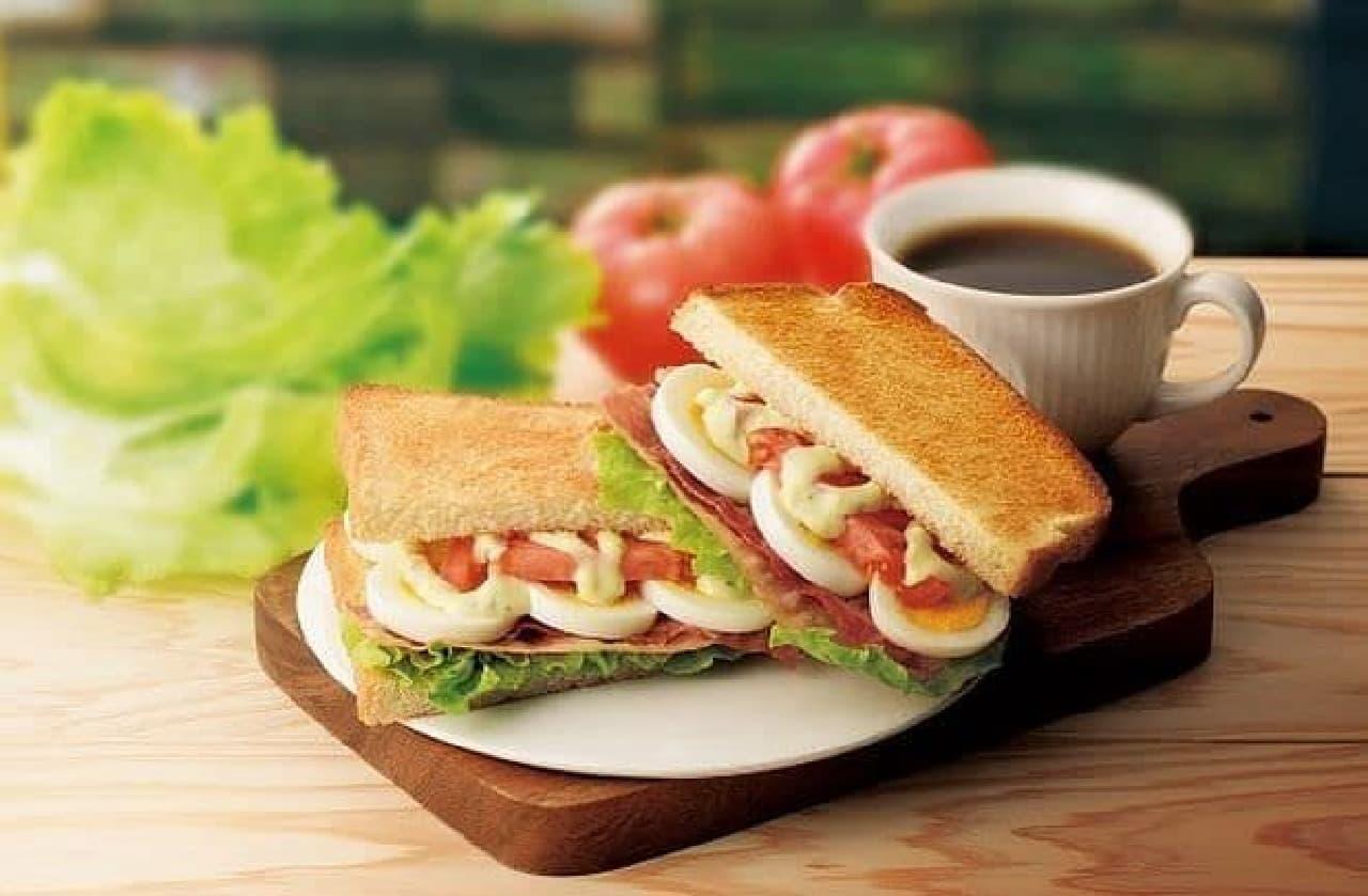 カフェ・ド・クリエ「トーストサンド BLTE~ベーコン・レタス・トマト・エッグ」