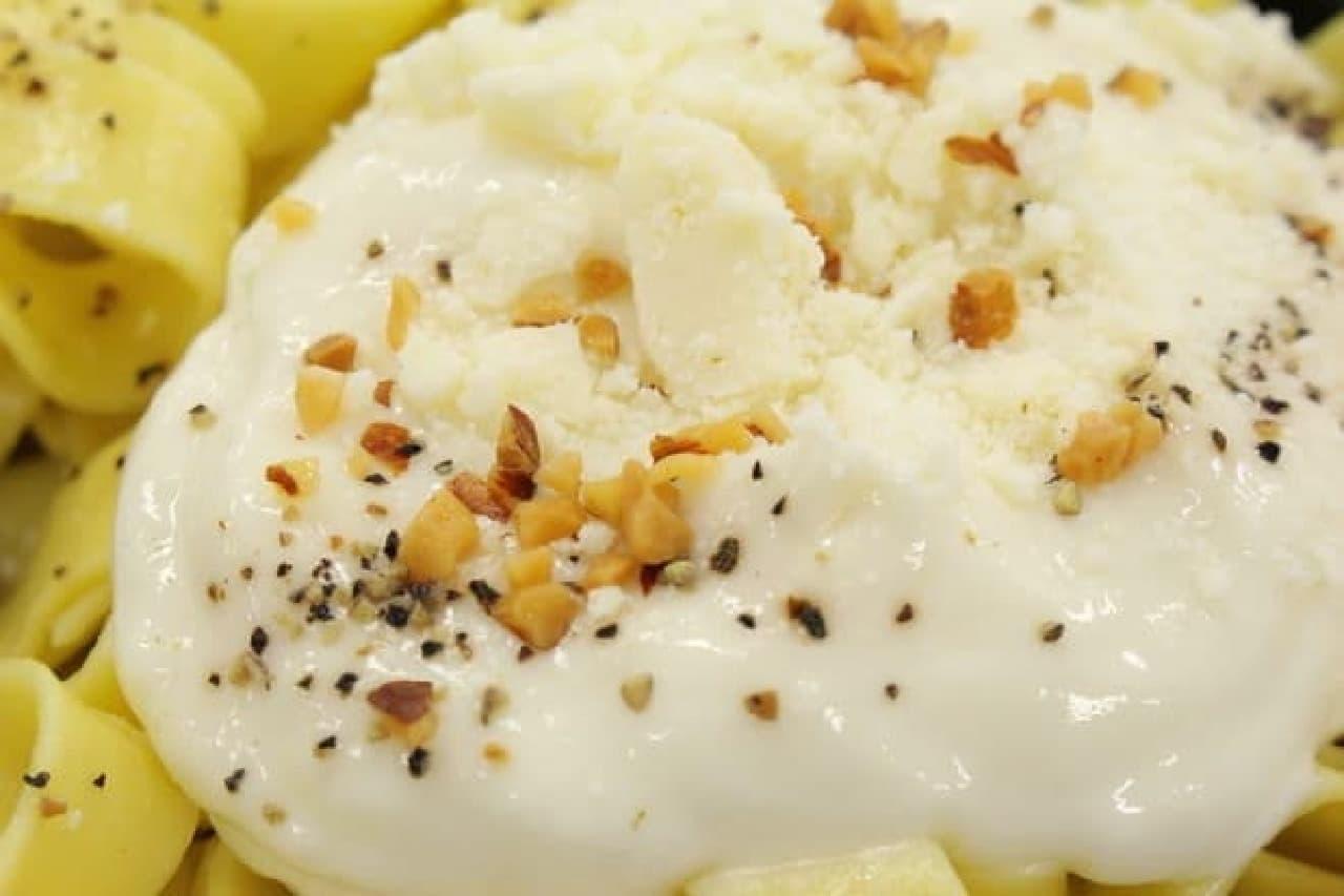 ファミマ「RIZAP 白いチーズクリームの生パスタ」