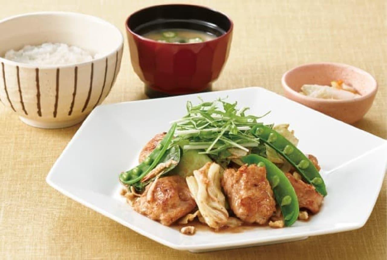 大戸屋「桜えび香る 胡桃だれの鶏むね肉と野菜炒め定食」
