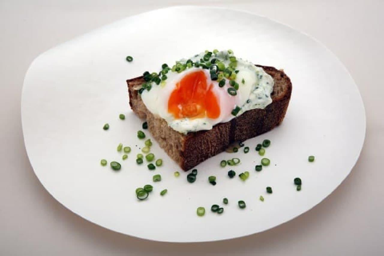 レフェルヴェソンス「ホワイトレバーテイストと半熟卵のタルティン」