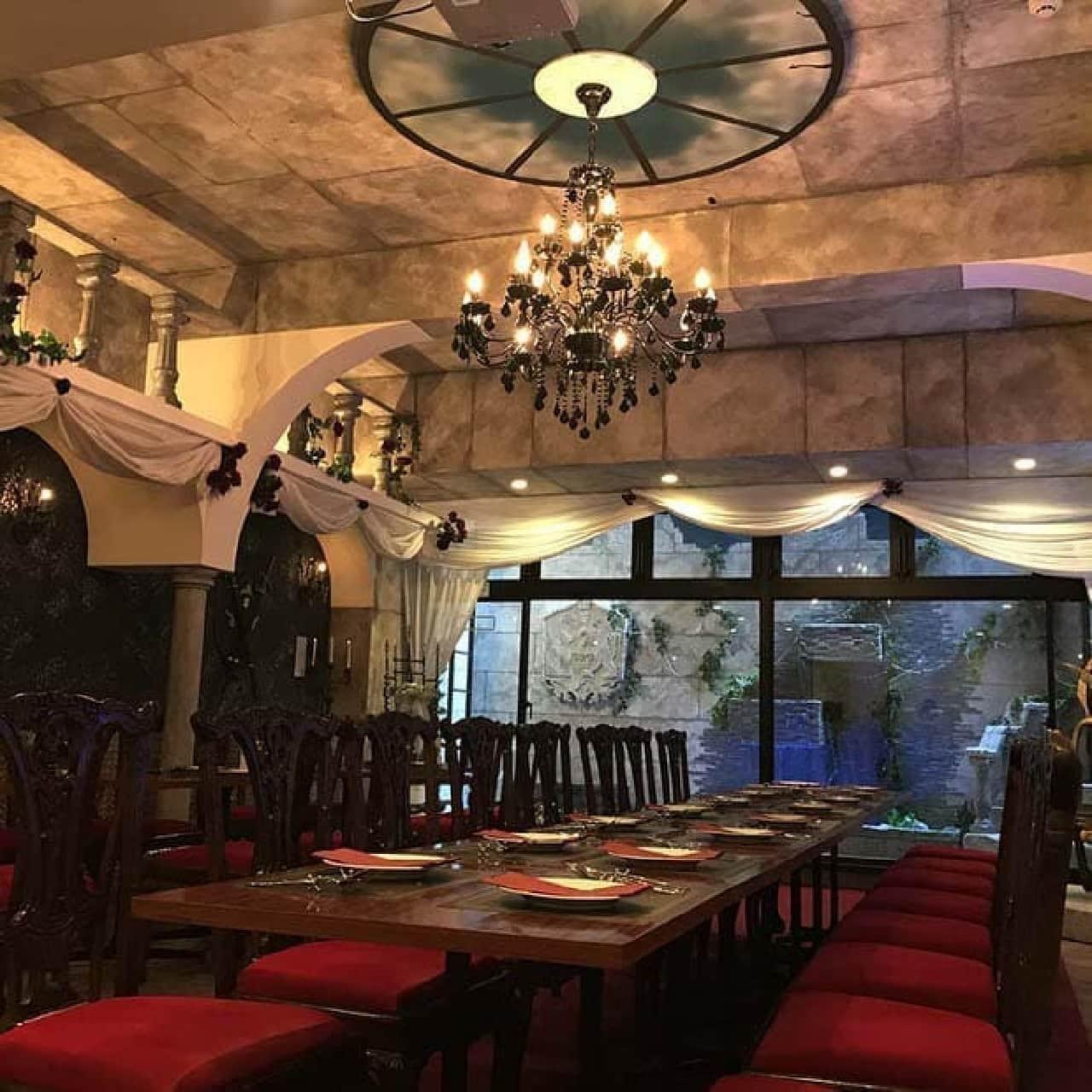 美女と野獣のカフェ&レストランBeauty & the Beastの店内