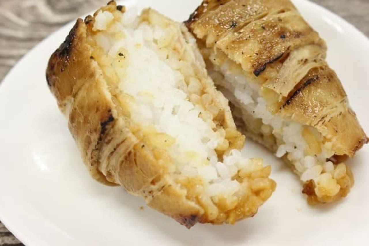 ファミマ「炙り焼 肉巻おむすび」