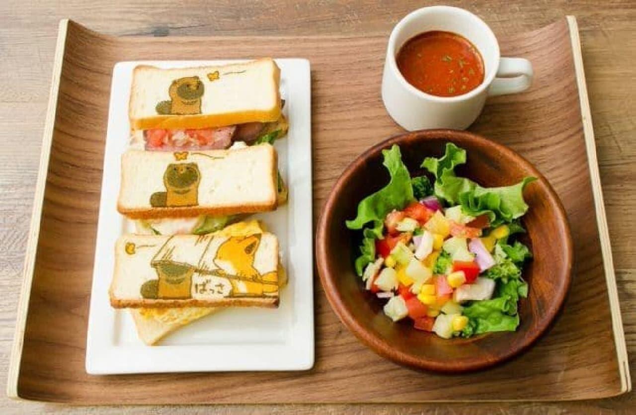 サンドイッチの中身はローストビーフ、エビとアボカド、タマゴオムレツの3種
